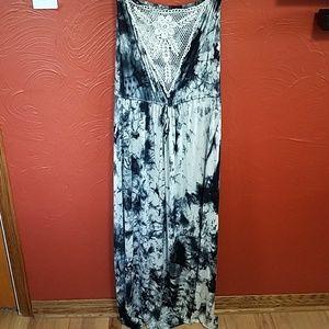 3/$30 Tua tie dye maxi strapless size Medium